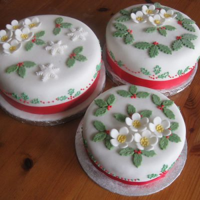 Christmas 3 Cakes Piped Holly