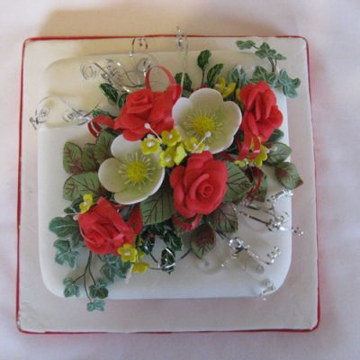 hristmas Cake Red Roses and Hellebore