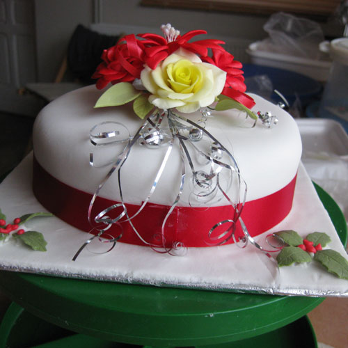 Christmas Cake Yellow Rose and Holly