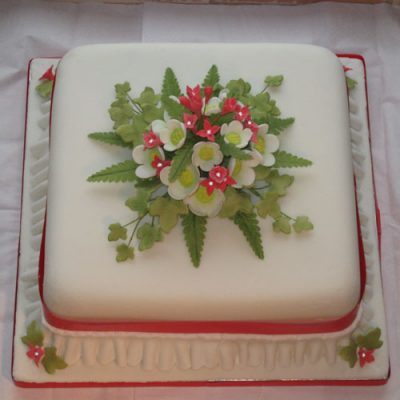 Christmas Cakes Red and White Blossoms Ivy